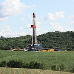 well rig.post.marcellus.JPG